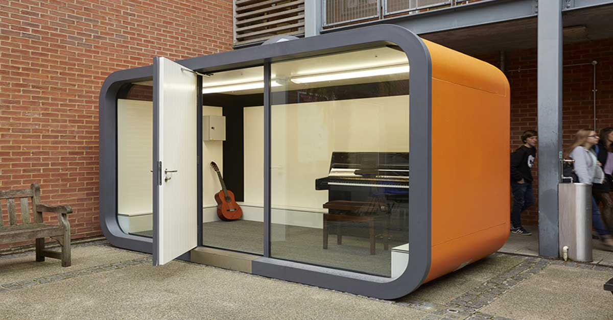 It looks like a small room in the middle of the street but for Outdoor pod room