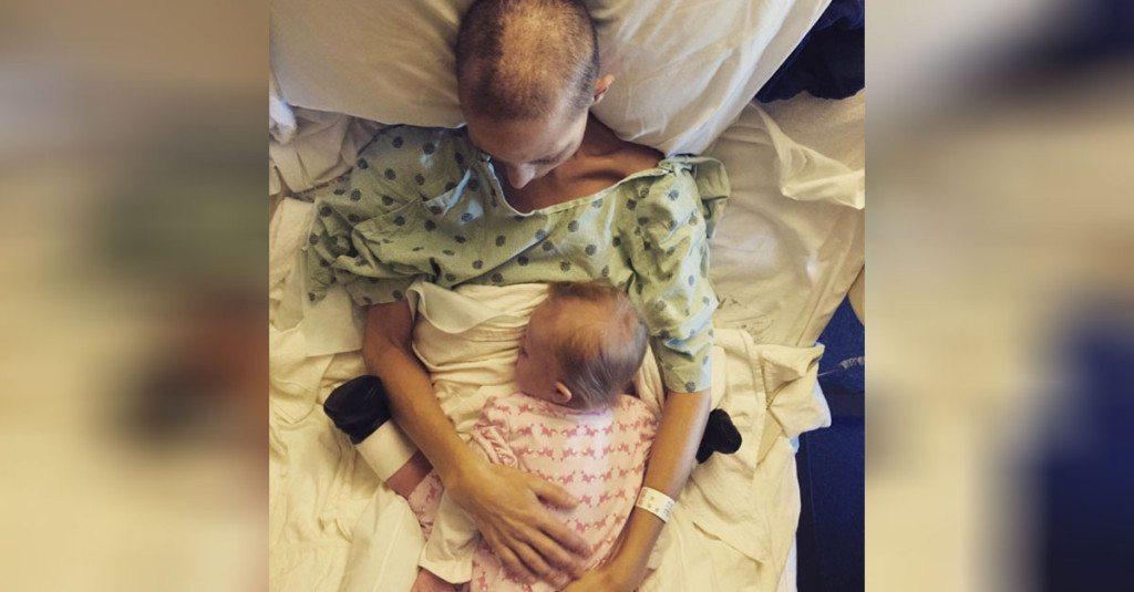 baby-sleeps-with-mom