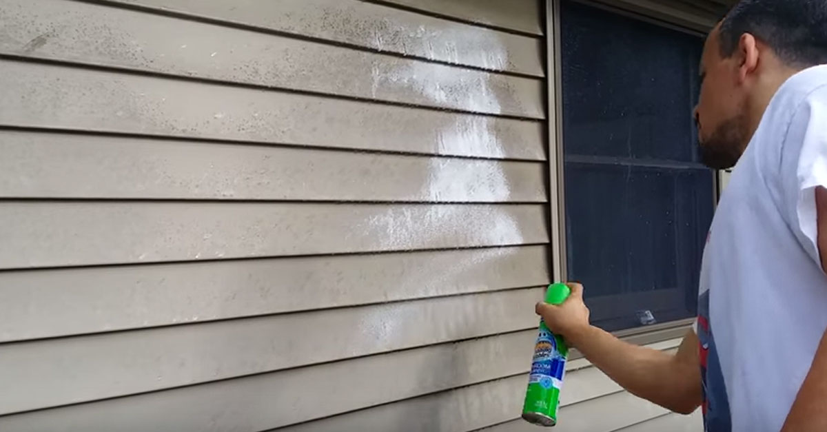 Here S How To Clean Vinyl Siding On Your House Without A