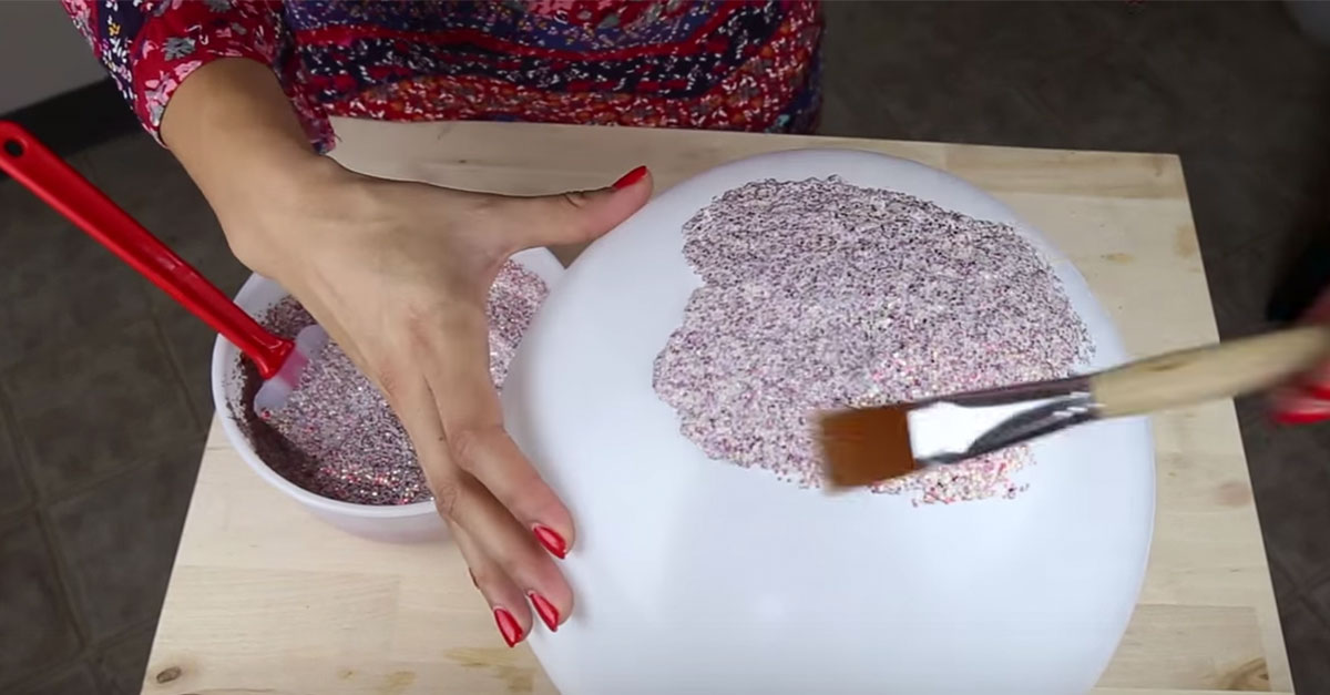 Make your very own diy glitter bowls for your home for Glitter balloon bowl