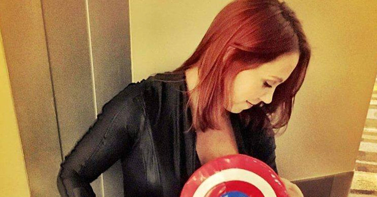 Dad Captures Heroic Photo Of Wife Breastfeeding At Comic Con
