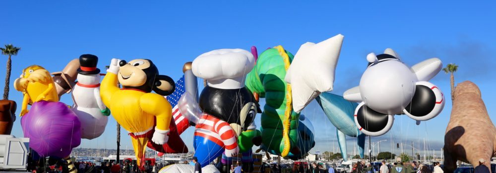 100,000 people gather for the largest ballon parade in the United States
